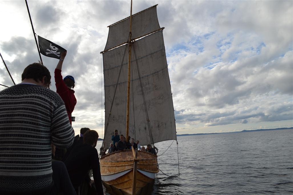 Mannskapet på Vikingen gjør seg klar til å angripe Skårungen